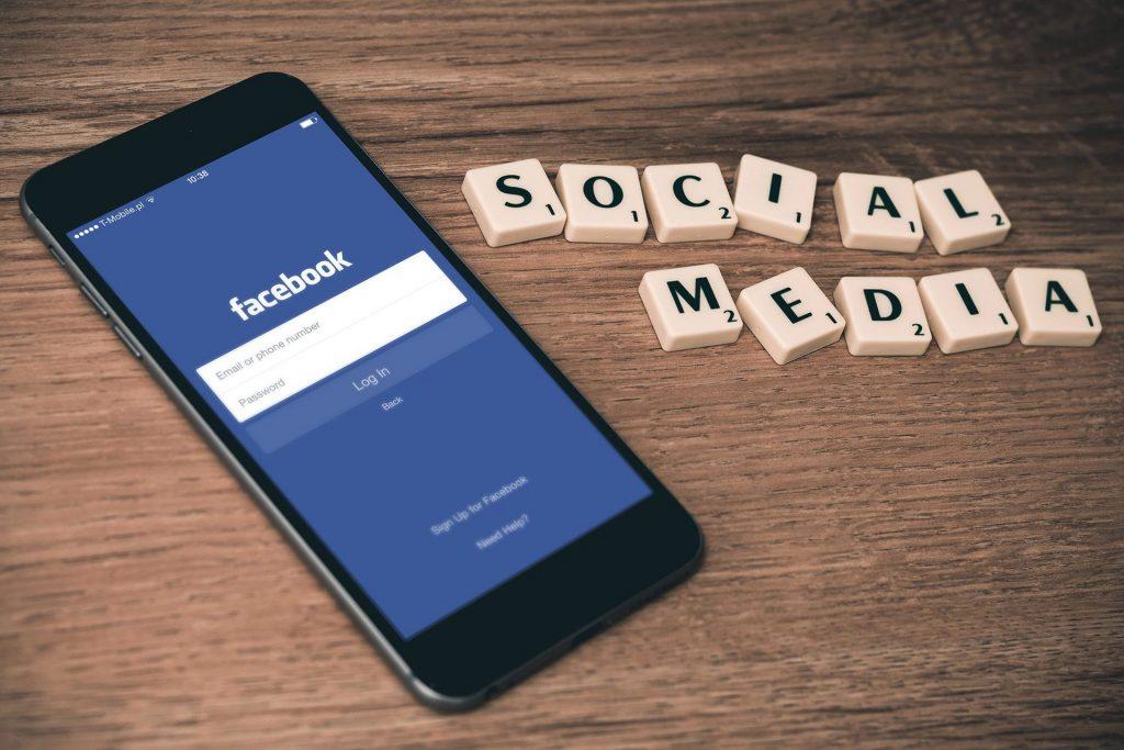 אסטרטגיה דיגיטלית משתמשת בשיווק ברשתות חברתיות